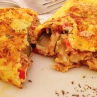 Omelete de atum com tomate e curgete