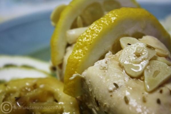 Peitos de frango com molho Inglês e limão